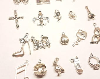 Cake Pulls on Ribbon Charms for Wedding Cake