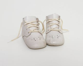 vintage 1950s baby shoes | soft sole white booties