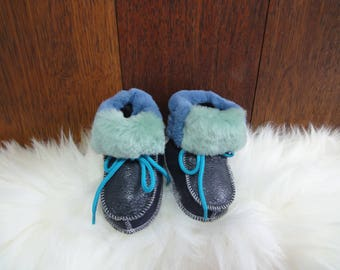 Adorable baby booties. Shoe sole: 14cm. Great colors, very soft fur. Genuine leather. Unique kids booties. Prime quality.