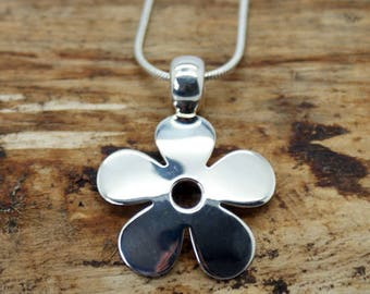 Silver Plated Flower Pendant with Free Chain (TP-007)