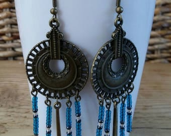 Dangle earrings in bronze and seed beads