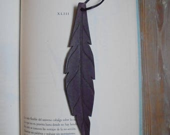 Bookmarks made of leather, dark purple feather