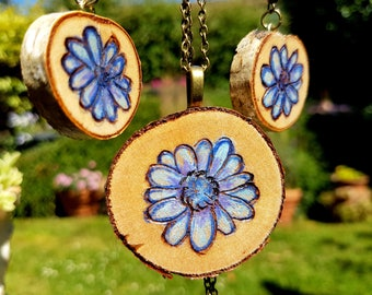 Jewelry daisy pendant set of 3, woodburned hand drawn blue daisy earrings with hooks and a necklace, brass chain, chalk colored pyrography