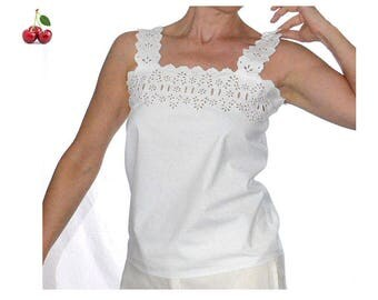 Victorian white lace top handmade cotton T-shirt scalloped Monogram embroidered cotton Top with thick old french linen