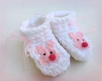 White Baby Booties Baby Girl Booties Knitted Crib Shoes Newborn Baby Gift Crochet Booties Handmade Baby Shoes Baby Shower Gift Infant Shoes