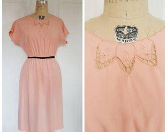 Vintage 50s summer day dress, 1950s peach dress with scalloped neckline & cut outs, size medium