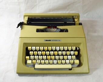 Typewriter. Olivetti Lettera 25 1970s. Fully serviced.
