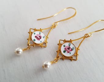 Vintage hand painted guilloche pendant, gold plated  earrings.