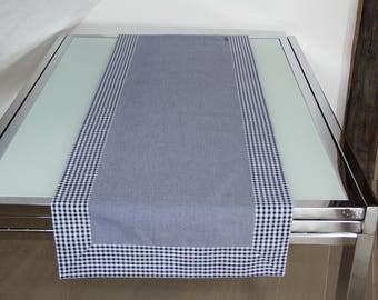Table runners with blue gingham trim, 146 x 50 cm