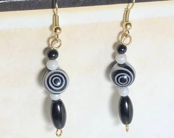 Black and white hypno-earrings