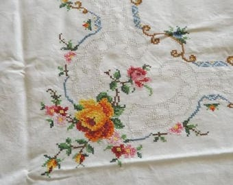 Lovely cross stitch embroidered by hand (6 services) ¡Vintage!