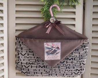 Hanger rack mail or empty pockets with transfer and cabochon.