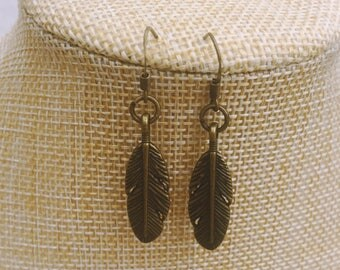 Boho feather earrings in antique brass // Gift for her