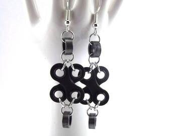 """Earrings """"Lily"""" crossed bike chain links"""