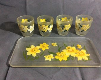Vintage HJ Stotter Inc. Yellow Daffodill Lemonaide Drink Set of 4 plastic Cups and Serving Tray