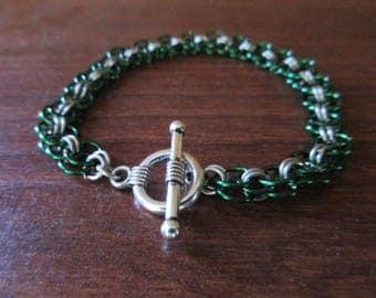 Helm Pattern Chainmail Bracelet   Green