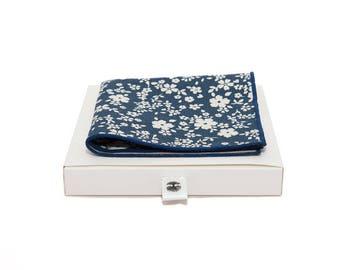 de MORÉ - blue handkerchief with white flowers
