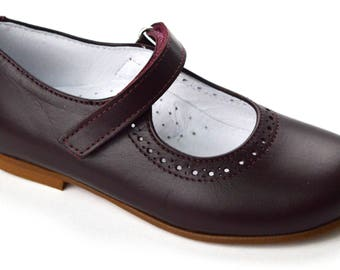 Smooth leather strap shoes in Bordeaux or dark blue