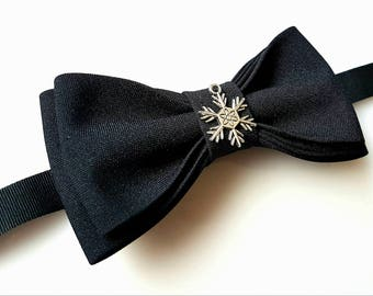 Christmas bow tie, Black bow tie, Bow tie with snowflake, Bow tie for gif, New year bow tie, Bow tie for winter, handmade bow tie, pretied