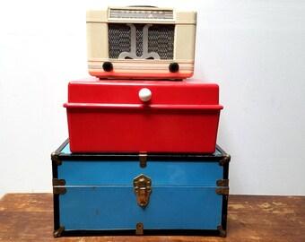 1940s Farnsworth White Vacuum Tube Radio