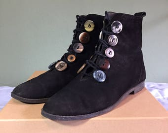 Black suede leather ankle boots with artsy buttons size 5 1/2 M 80s 90s avant garde L. J. Simone brand
