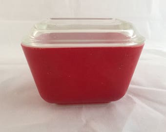 Red Pyrex Refrigerator Dish with Lid