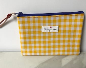 Mini Oilcloth pouch / Mini pouch / Zipper pouch / Gift idea for her / Yellow gingham