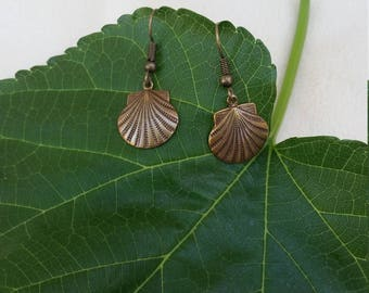 Simple Shell Earrings with Antique Feel