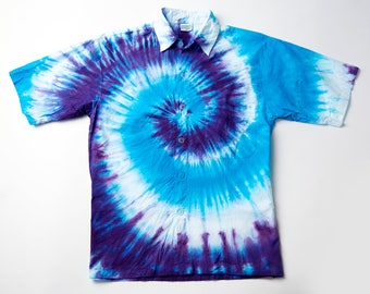 Tie dye shirt, short sleeves. spiral wave pattern