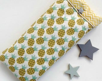 Fabric, quilted, fabric glasses case Scandinavian pineapple motifs and gold, striped lining