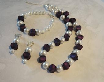 Parure de  perles nacrées et de perles elliptiques - Parure de 3 pièces - collier, bracelet et Boucles