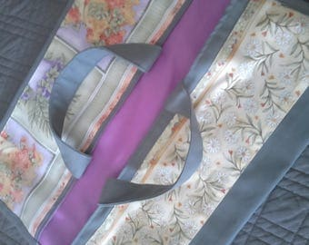 Pie bag: dark grey, purple, 2 strips of fabric lining: purple flowers