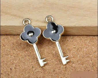 5 small charms black enameled golden key, 31 * 13mm