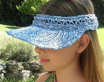 Visor / Hat crocheted in blue raffia blends
