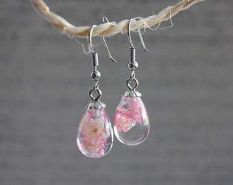 Small earrings drop 1.5 cm resin inclusion of baby's breath Roses