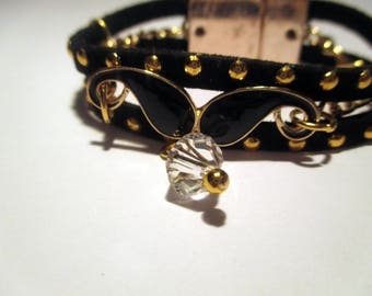 Black and gold bracelet with pendant