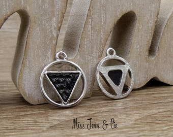 2 charms/pendants triangles made of zinc alloy & resin geometric silver matte black 22 x 19 mm