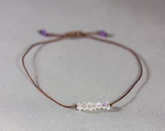 Adjustable bracelet with 7 small moonstones - Brown yarn