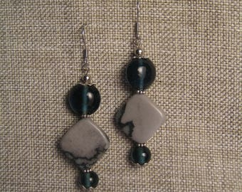 Long stone and glass beads earrings