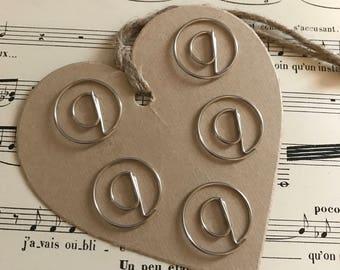 """Set paper clips """"@"""""""