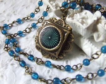 "Vintage and stylish ""blue Medallion"" necklace with glass beads"