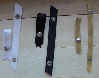 clips set of 3 pairs white, black, white straps