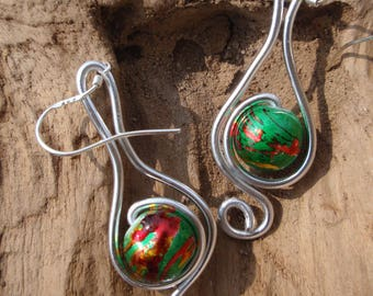 Beautiful earrings Silver Aluminum and perlesvert, red and yellow, silver clasp