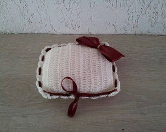 Crochet wedding ring cushion