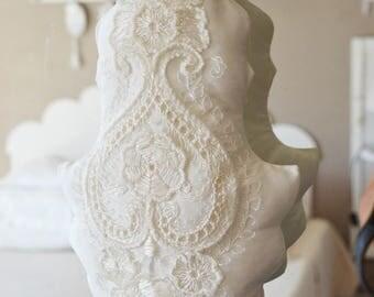 Big romantic lace and silk tassel