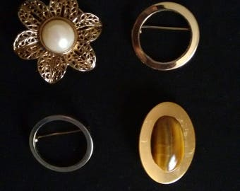 Set of 4 vintage brooches