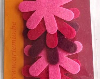 X 6 - shades of pink felt - for decoration or cardmaking projects more flowers.  2201
