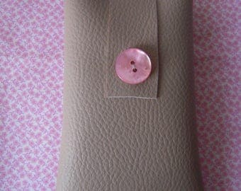 Pink phone case in faux leather and Pearl button