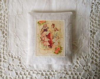 Lavender sachet in linen, vintage pattern