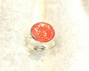 Ring cabochon with orange glitter